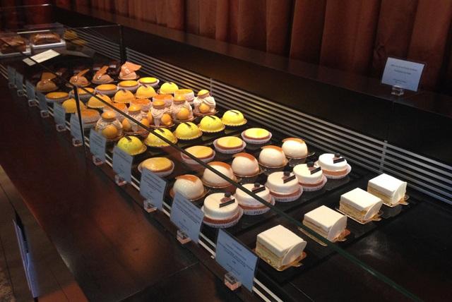пирожные и хлеб, французская кондитерская